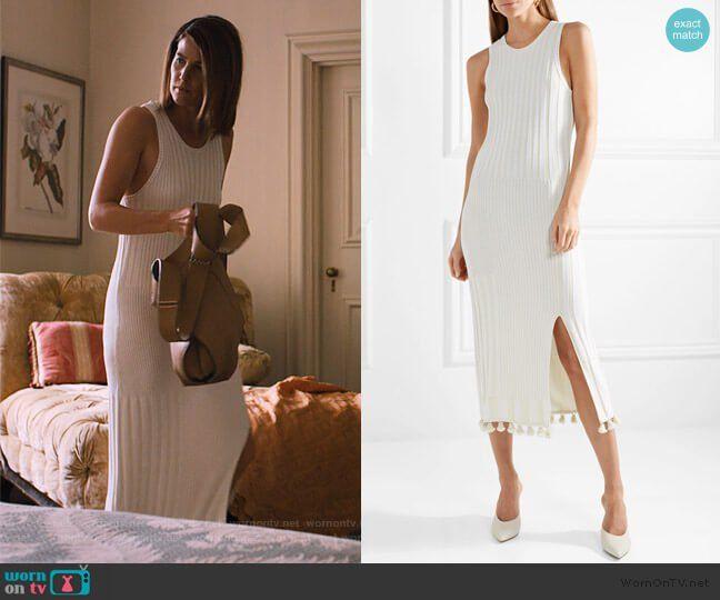 Photo of Lisas hvite ermeløse ribbestrikkede kjole med dusker på Friends from College