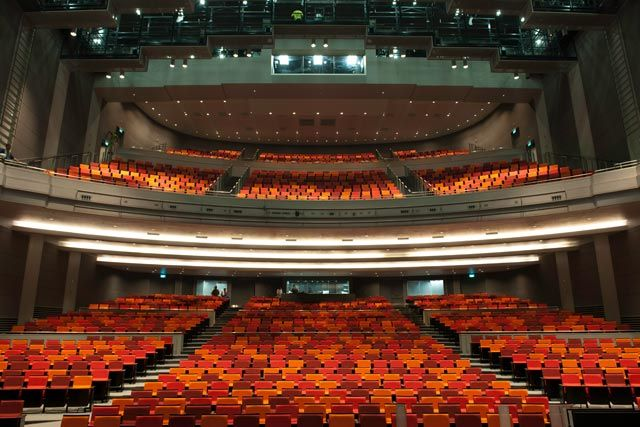 Have You Ever Wondered Which Tickets To Choose At A Theater Traditionally The Best Place Seats At A The Theater Performance Theatre Interior Marina Bay Sands