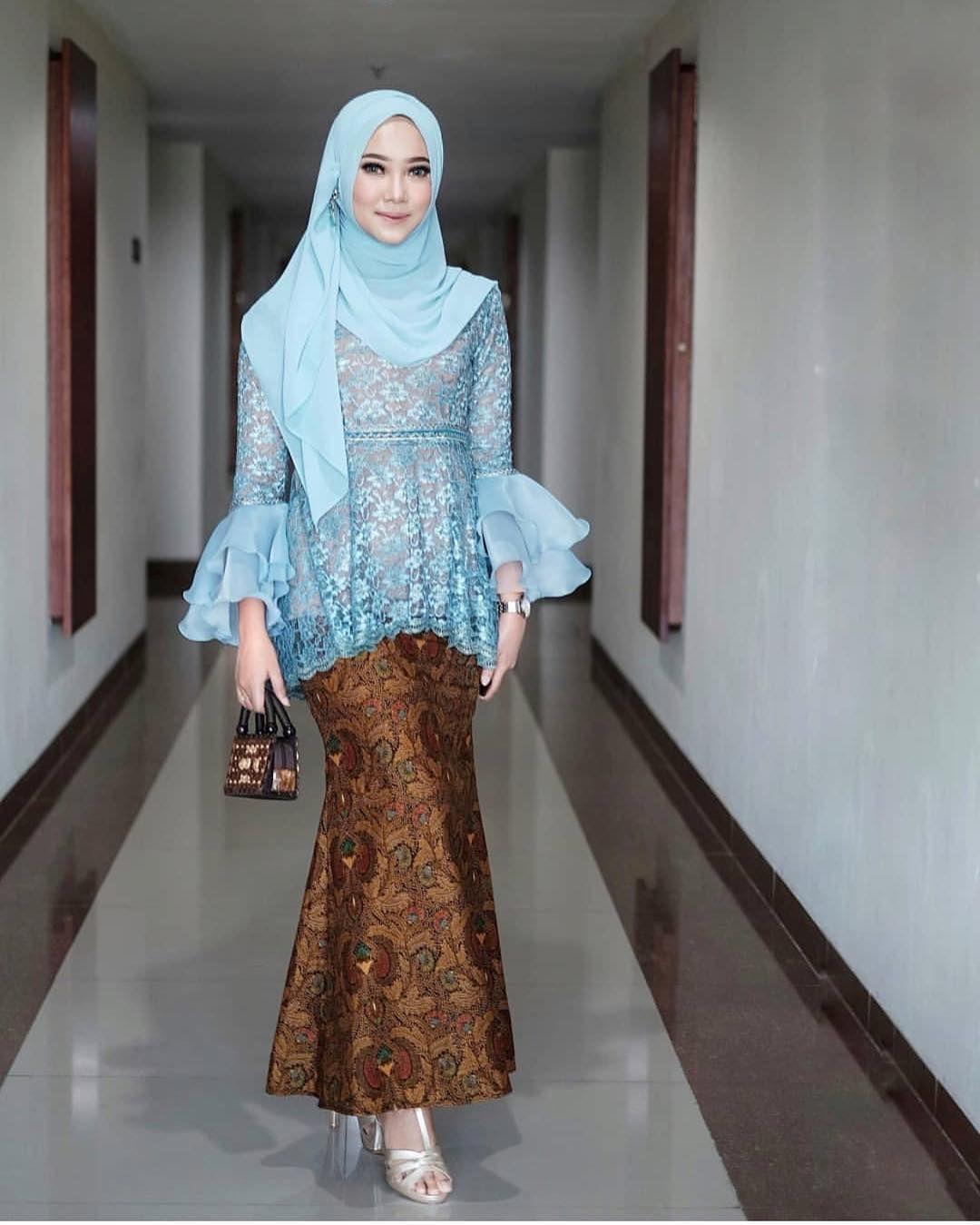 Kebaya inspiration from @siskahelen  Model kebaya, Batik fashion
