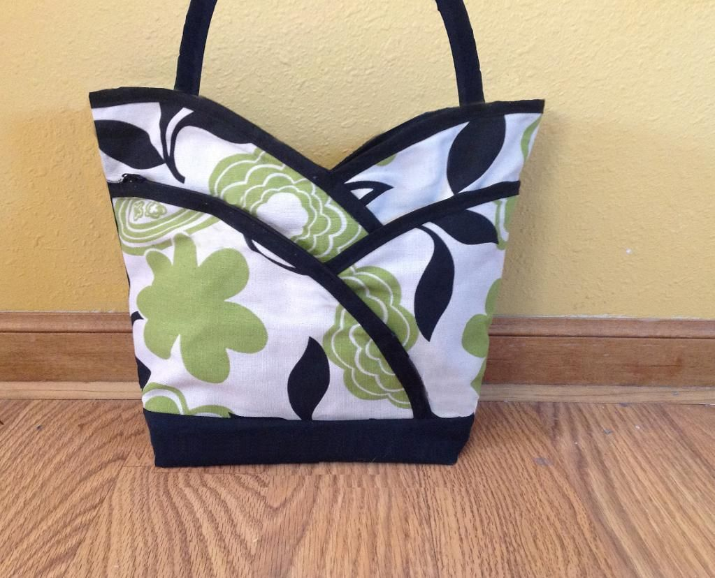 A craftsy user made this from the petal purse pattern. www.cozynestdesign.com