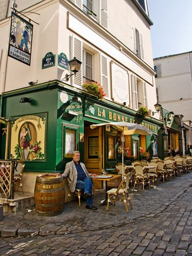 Restaurant la bonne franquette montmartre paris france for Restaurant miroir montmartre