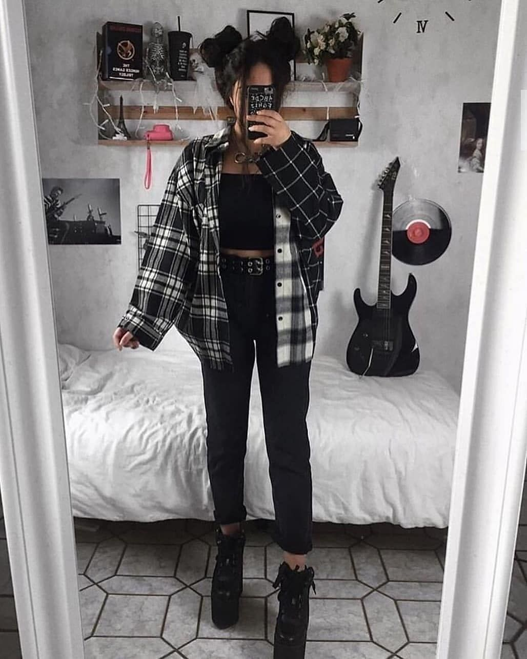 Rock Fashion Grunge Grungeaesthetic Grungefashion Clothes 90sfashion Aesthetic In 2020 Aesthetic Grunge Outfit Aesthetic Clothes Retro Outfits