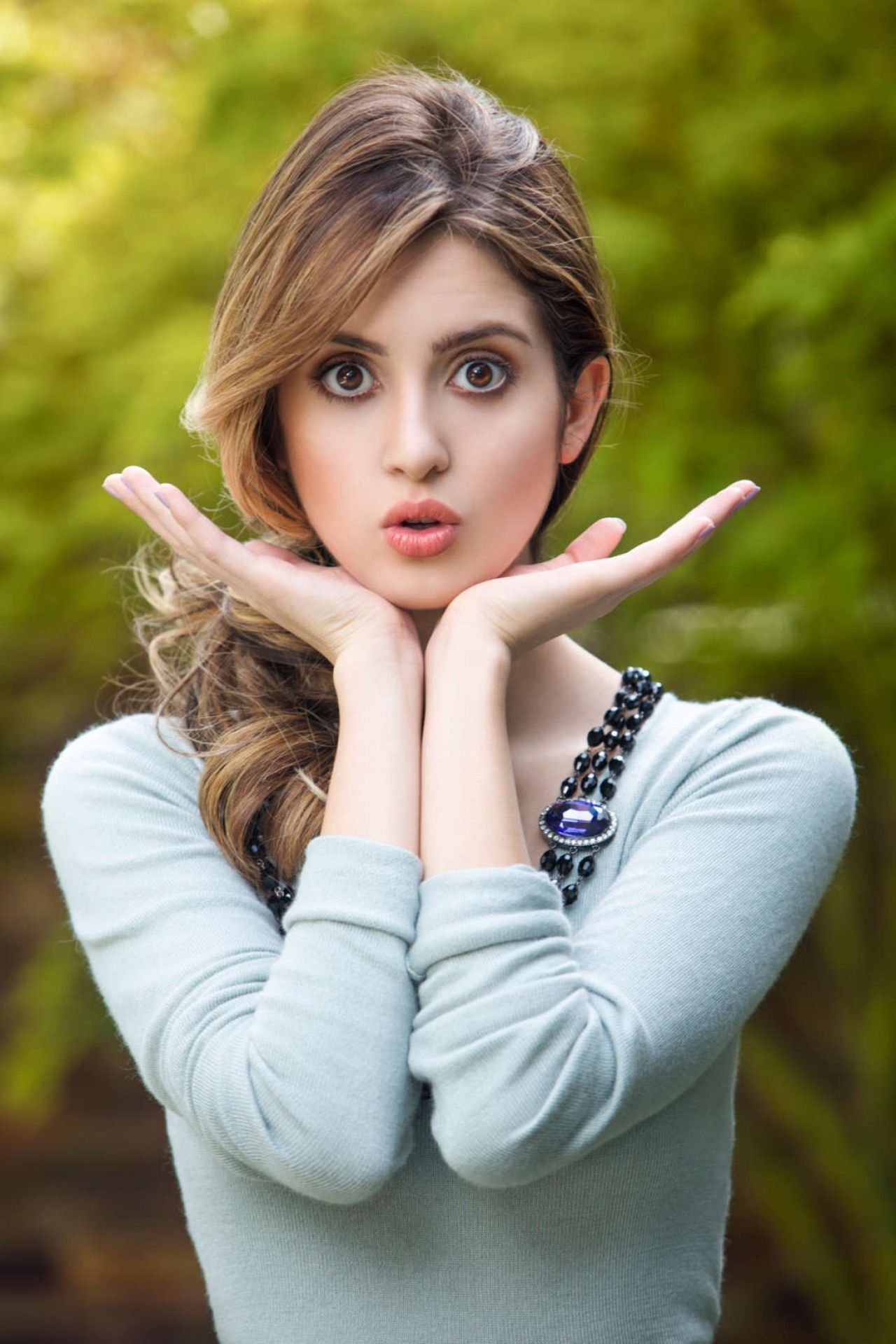 Ally Pin Up Pin By Ken On Laura Marano Laura Marano Vanessa Marano