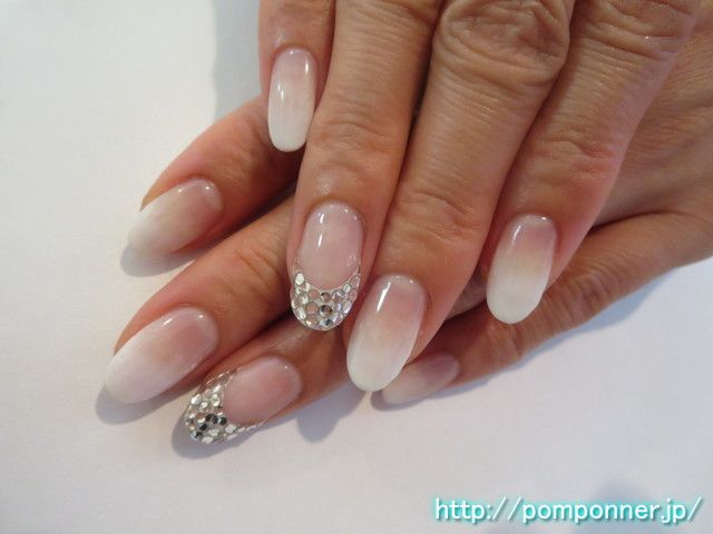 ストーン埋め尽くしフレンチがゴージャスなネイル  French nail is gorgeous fill Stone. Make a French White to clear base, ring finger ran out of stone filled with crystal. Nail the other made ​​a color gradient in white.