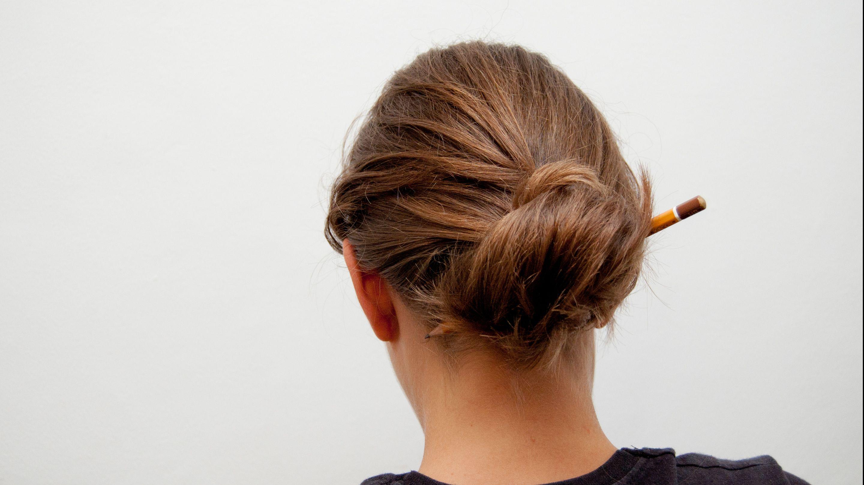 How To Make A Bun Without A Hair Tie Hair Hair Ties Bun Hairstyles