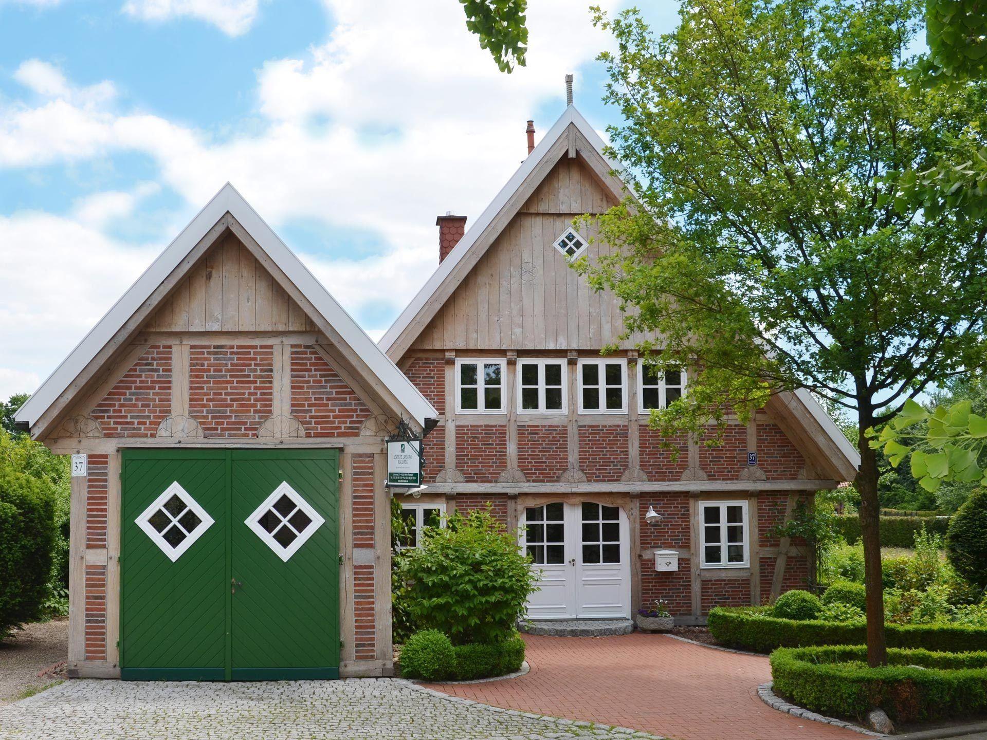 musterhaus melle deutsche landhaus klassiker ansicht 2 hausideen pinterest sims. Black Bedroom Furniture Sets. Home Design Ideas