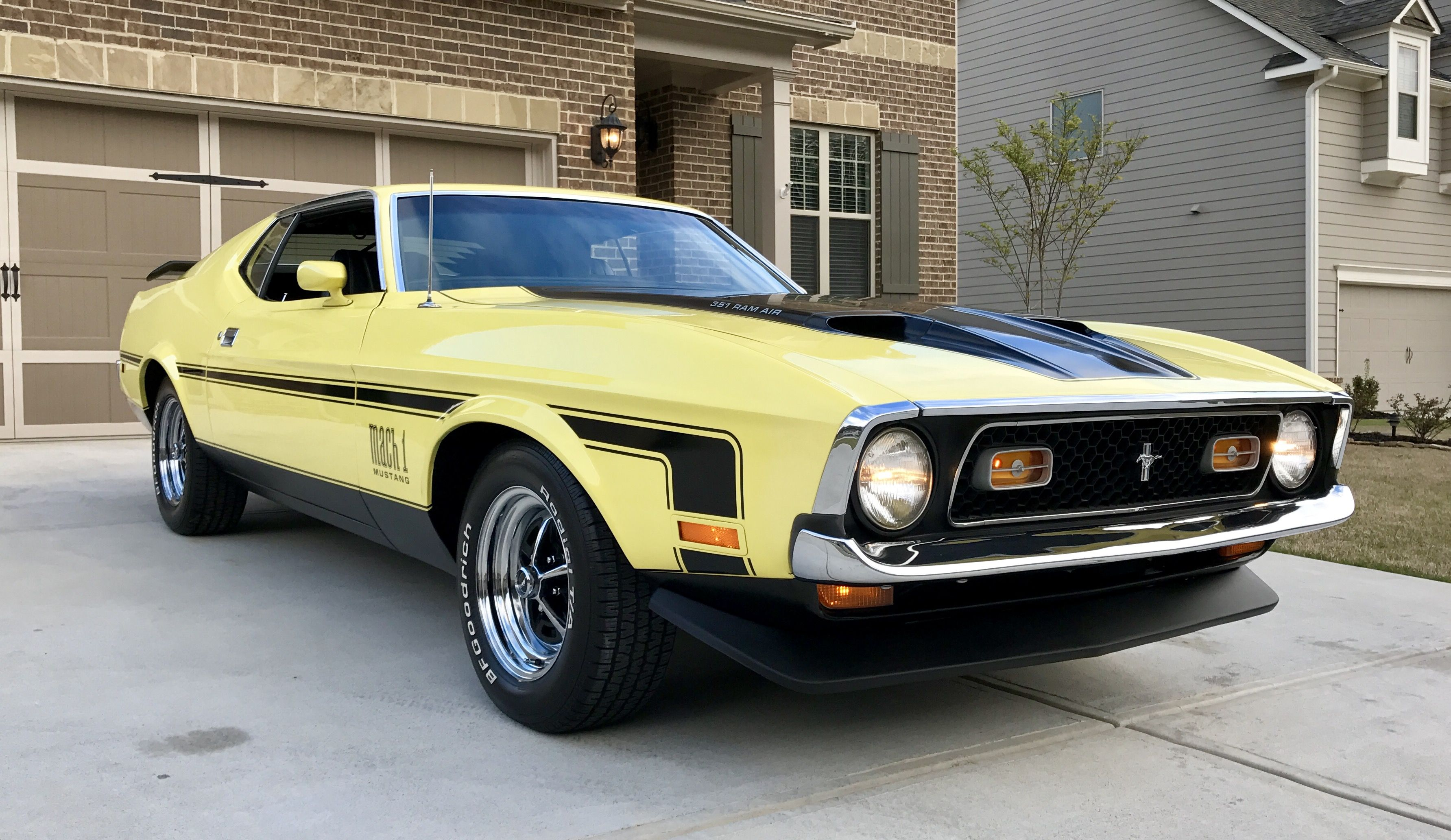 1971 Ford Mustang Mach 1 Grabber Yellow 351 Windsor 4bbl 4 Speed Manual Transmission Ram Air Dual Exhaust W Co 1971 Ford Mustang Ford Mustang Mustang