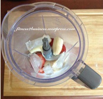 Banana-Berry Protein Smoothie  www.fitness2business.wordpress.com  #healthy #meal #shake #nutrition #health #fitness #blog #blogger #janaleefitness