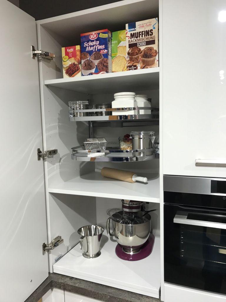 Hochschrank küche ausziehbar  Ausziehbarer Tablarboden für Küchenmaschinen im Hochschrank. Küche ...