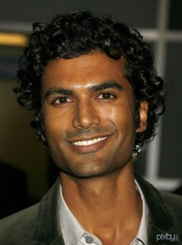 Sendhil Ramamurthy (Tamil: செந்தில் ராமமூர்த்தி)   Born on May 17, 1974, Ramamurthy is an American actor. He played geneticist Mohinder Suresh in the NBC Sci-Fi drama Heroes and he played Jai Wilcox in the action-spy series Covert Affairs. He appeared in the film Shor in the City. Ramamurthy was born in Chicago to Hindu Tamil immigrant parents. His IMDB page is linked here.