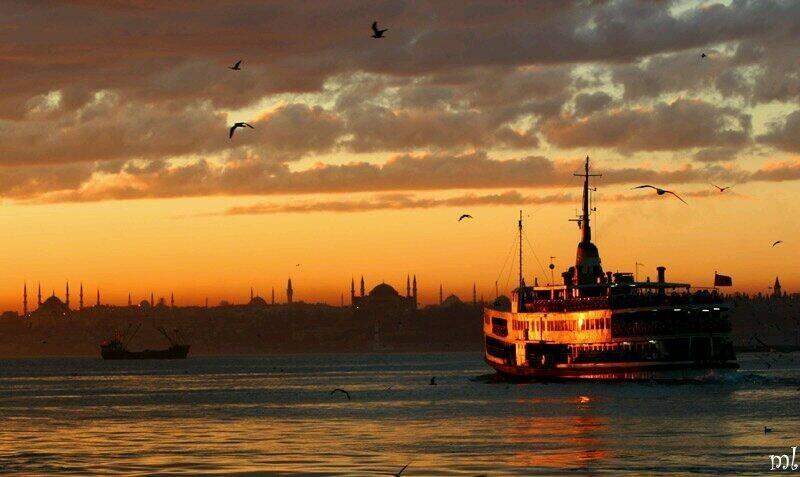 El momento de la oración q suena por toda la ciudad. La magia de Estambul.