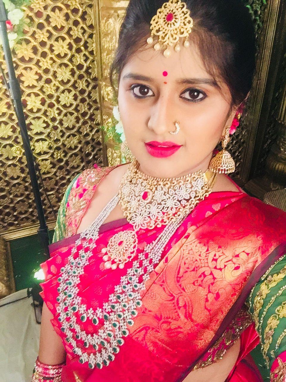 Saree jewellery images bride in bright pink saree n heavy diamond jewellery  jewllery