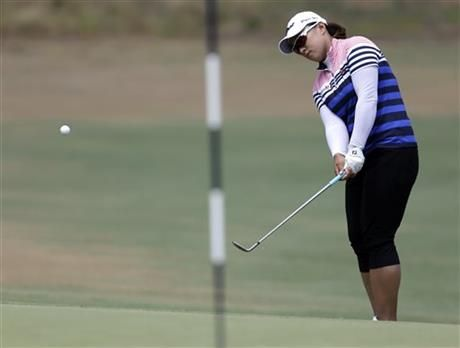 Amy Yang, of South Korea, chips to the fifth hole during the third round of the U.S. Women's Open golf tournament in Pinehurst, N.C., Saturday, June 21, 2014. (AP Photo/Bob Leverone) ▼21Jun2014AP|Inkster making a run in final US Women's Open http://bigstory.ap.org/article/inkster-making-run-final-us-womens-open #US_Womens_Open_Championship_2014