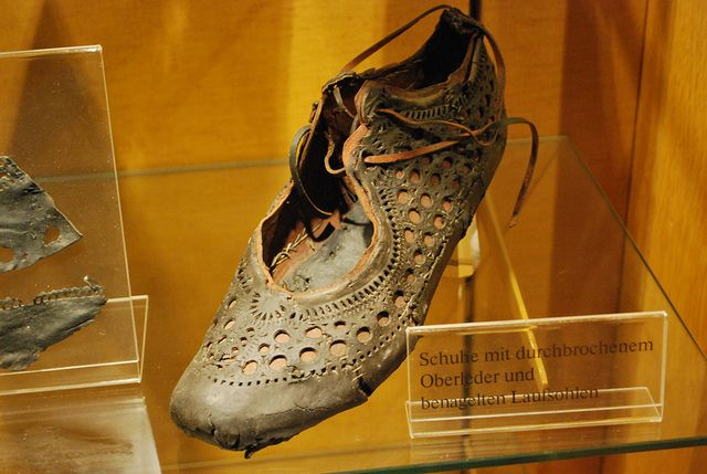 Roman shoe from a well, from Saalburg. So this is 2000 years old, but still in style! I want a pair!