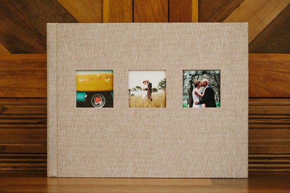 Álbum em linho natural com 3 aberturas. Tamanho 10x13.