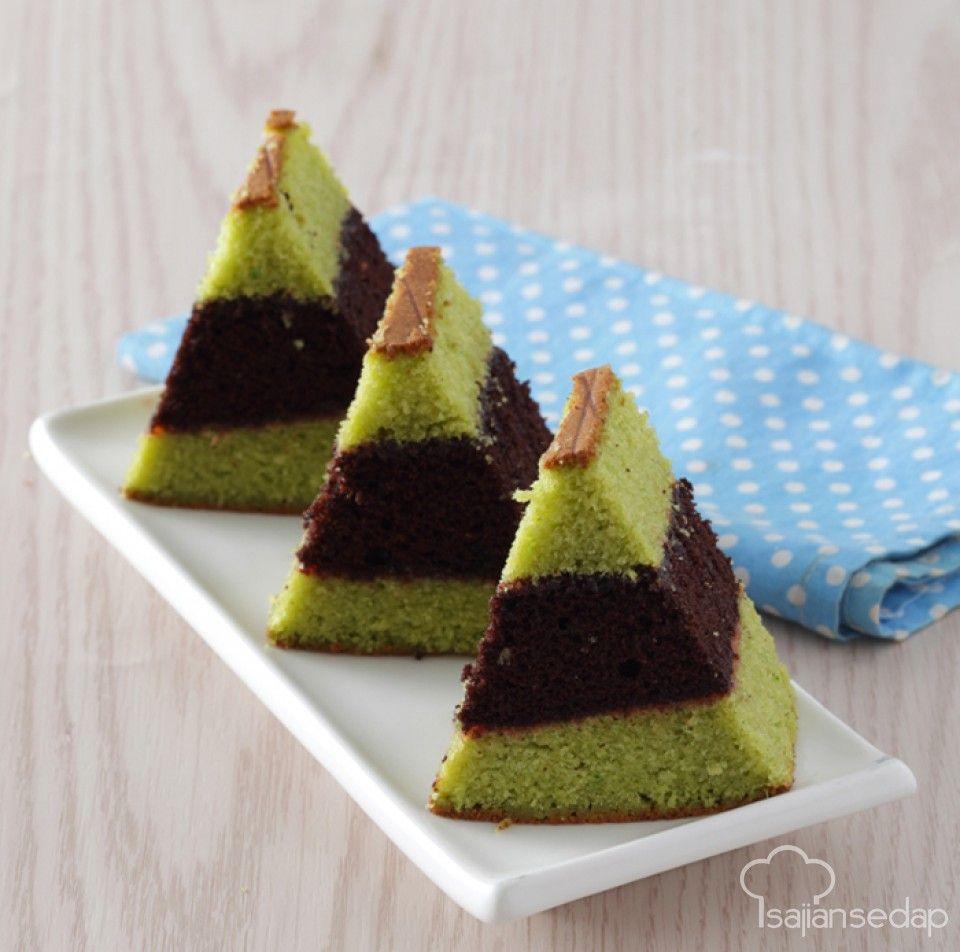 Aroma green tea dalam lapis surabaya ini tidak hanya menyumbang rasa yang khas tetapi juga warna hijau yang cantik. Yuk buat lapis surabaya di rumah.