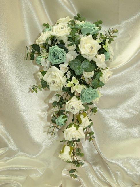 Mint Wedding Flower Bouquets | Brides teardrop bouquet, mint green ...