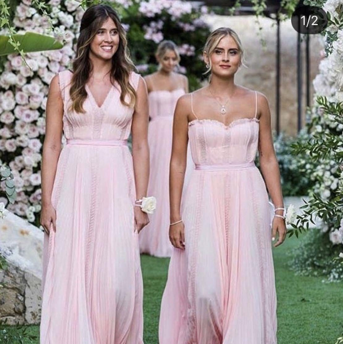ddfa4b9a4550 Chiara Ferragni bridesmaids Valentina Ferragni
