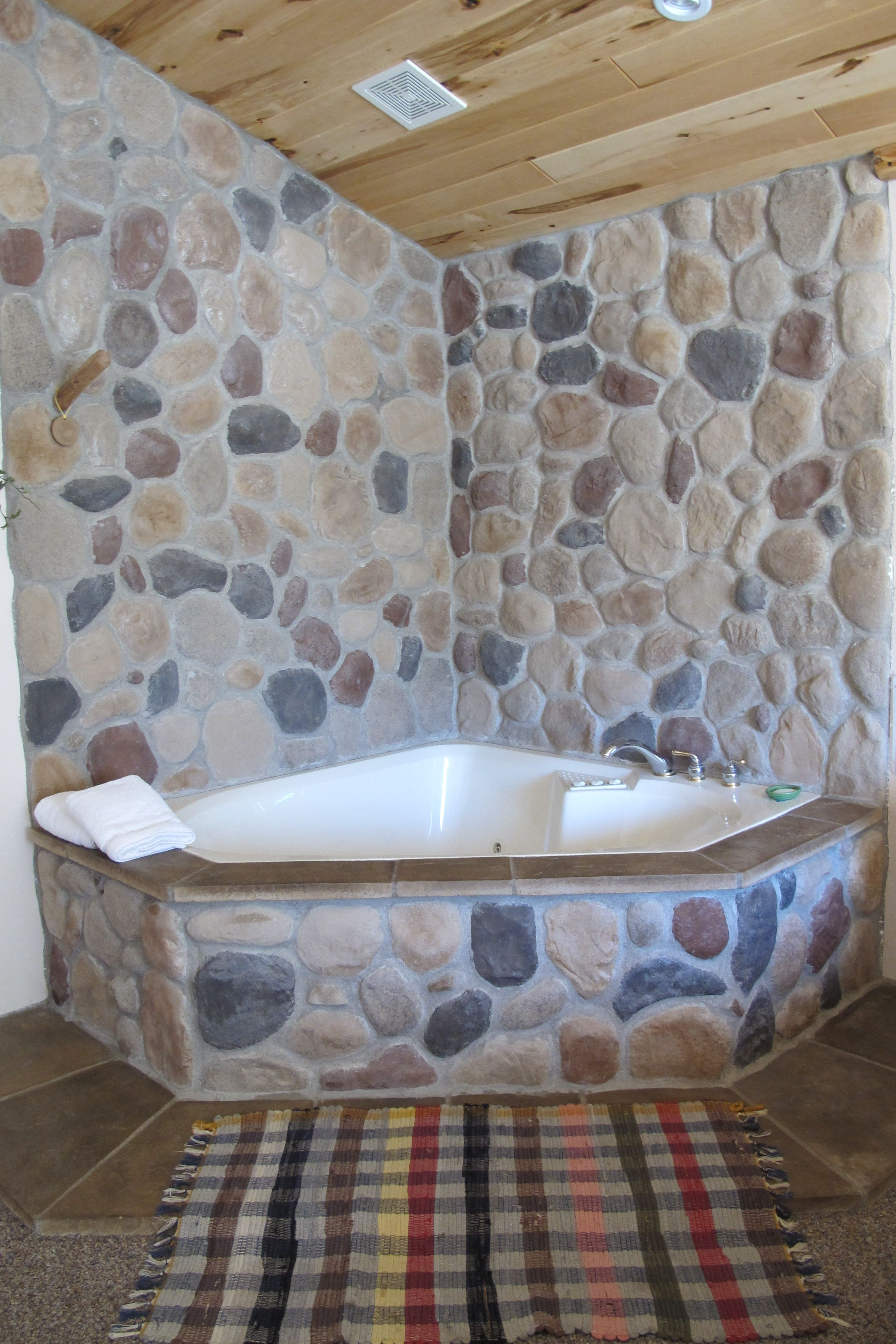 Jacuzzi Suites Available at Spirit Lake Inn in Wahkon, MN