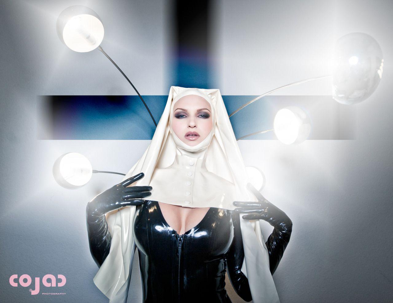 Zara Axeronias black latex Zara