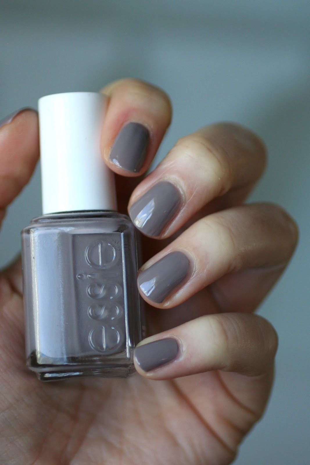 Essie Greys Comparison: Maximillian Strasse Her, Who Is The Boss ...