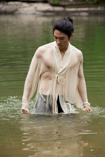 Song Seung Heon Shows Off Fit And Muscular Body Song Seung Heon Songs Handsome Korean Actors