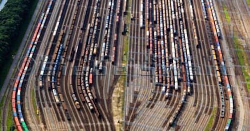 Nederland Zuid-Holland Zwijndrecht 15-07-2012; Kijfhoek rangeerterrein voor goederentreinen. Overzicht van de verdeelsporen (richting Barendrecht). Kijfhoek huisvest Keyrail exploitant Betuweroute en is in beheer bij ProRail. De Betuweroute die What