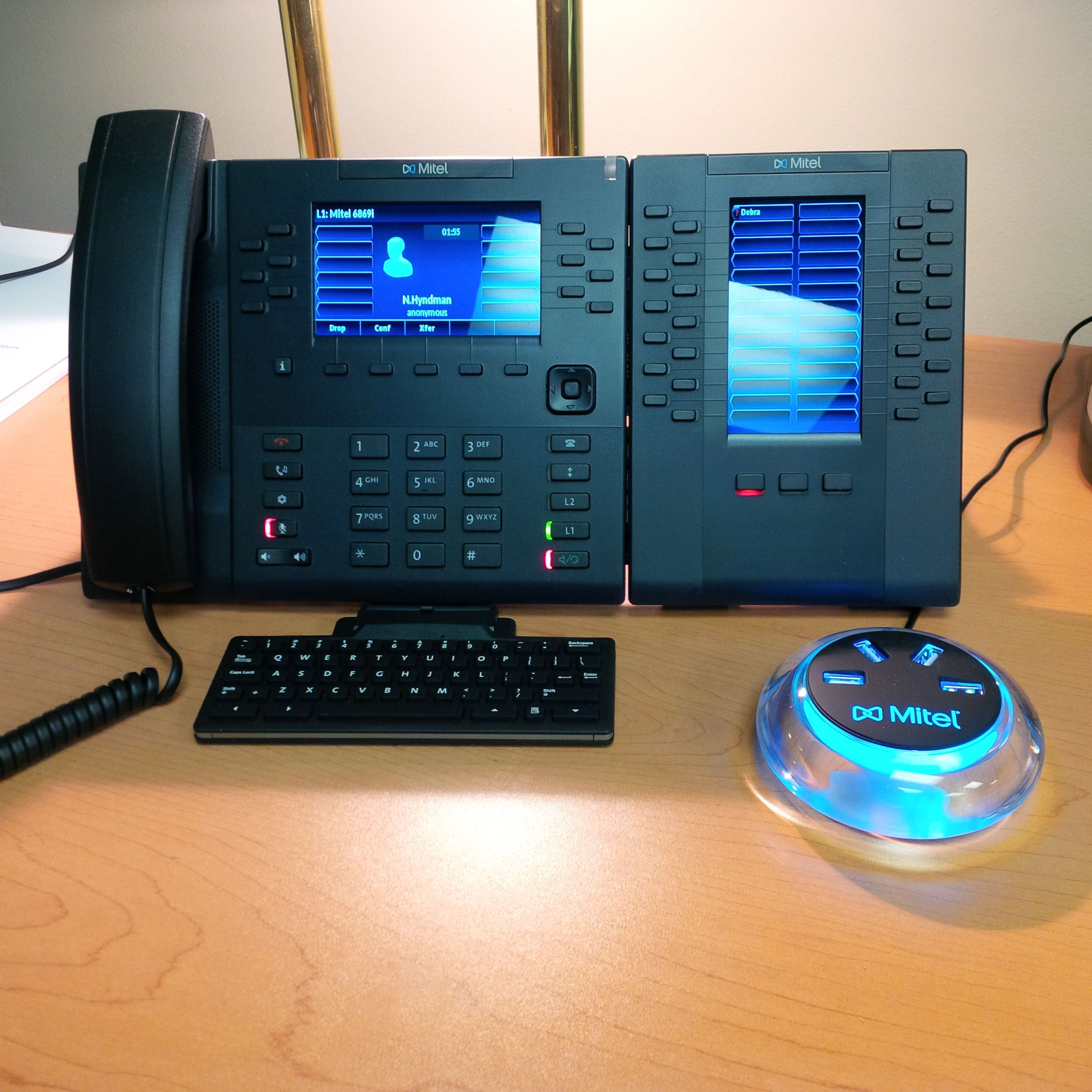 Check-out my @Mitel 6869 IP Phone with M685 DSS/BLF Module
