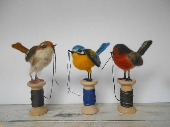 Needle felted bird - realistic bird - handmade gift - gift for a bird lover - home decoration - song bird - nature decor - spring decoration