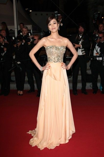 CANNES, FRANCE - MAY 26:  Actress Kim Hyo-jin attends the 'Do-nui Mat' Premiere during the 65th Annual Cannes Film Festival at Palais des Festivals on May 26, 2012 in Cannes, France.