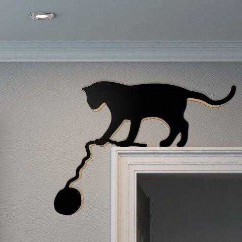 Schwarze Katze Mit Wollknauel Auf Turrahmen Aus Holz Schwarze Katze Kunst Katzen Kunst Tier Silhouette