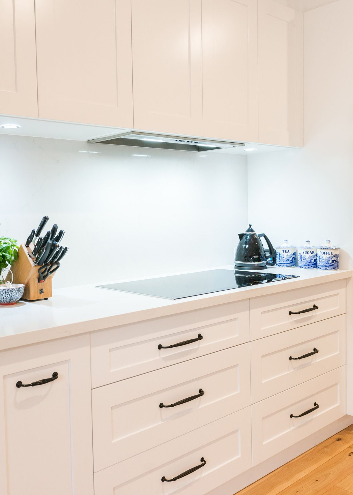 Hampton Style Kitchen by Harrington Kitchens Kitchen