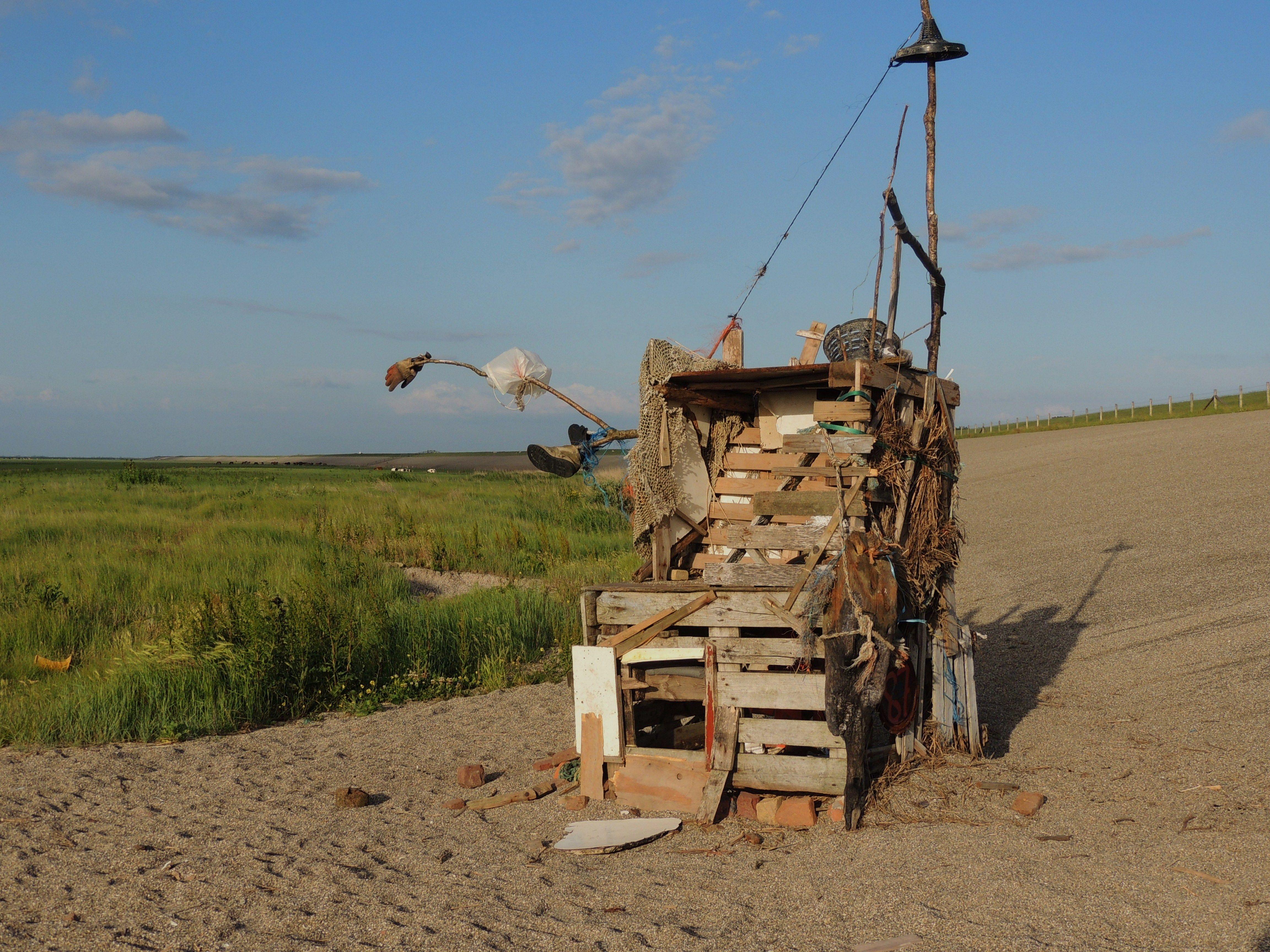 Afval uit zee bij Zwarte Haan. Friesland.