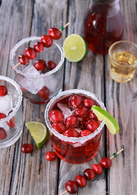 Cranberry Lime Margarita recipe is a beautiful addition to your holiday parties! #SparklingHolidays AD #limemargarita Cranberry Lime Margarita recipe is a beautiful addition to your holiday parties! #SparklingHolidays AD #limemargarita