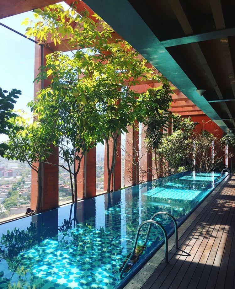 Pin de ines lopez en piscinas ideas de piscina piscinas for Diseno de albercas modernas