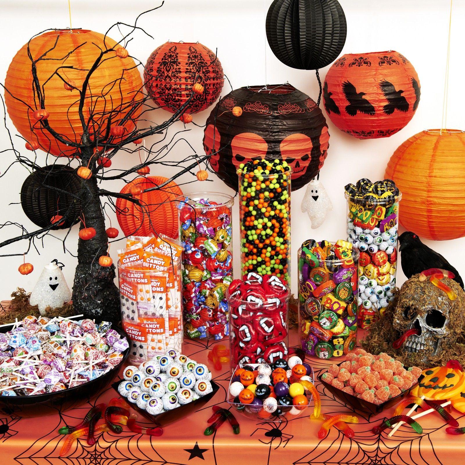 Halloween buffet table - Spooky Halloween