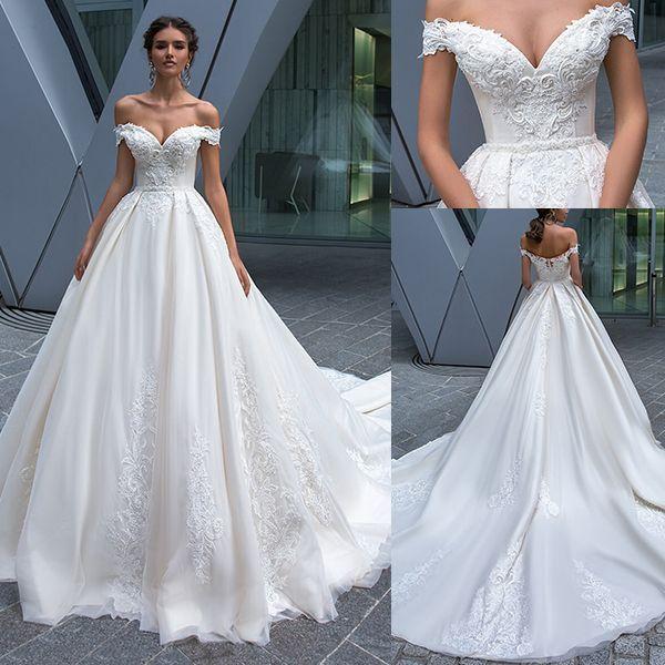 So ein schönes Brautkleid ... #hochzeit #hochzeitstipps #hochzeitstipps #hochzeitsgerä #groomdress