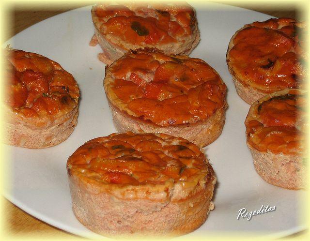 Pastelitos de surimi con tomate.