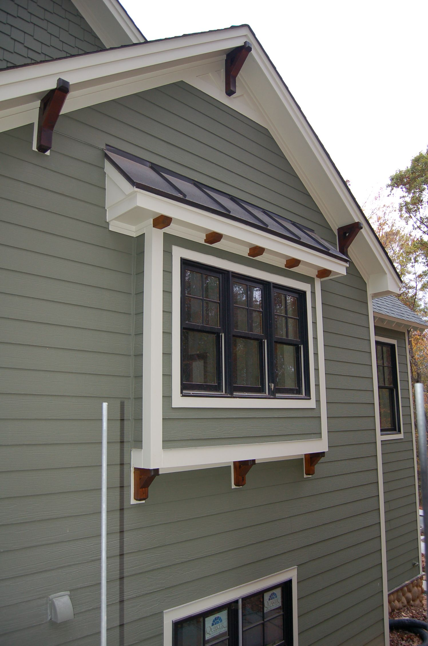 Craftsman exterior trim details lots of exterior touch for Decorative window trim exterior