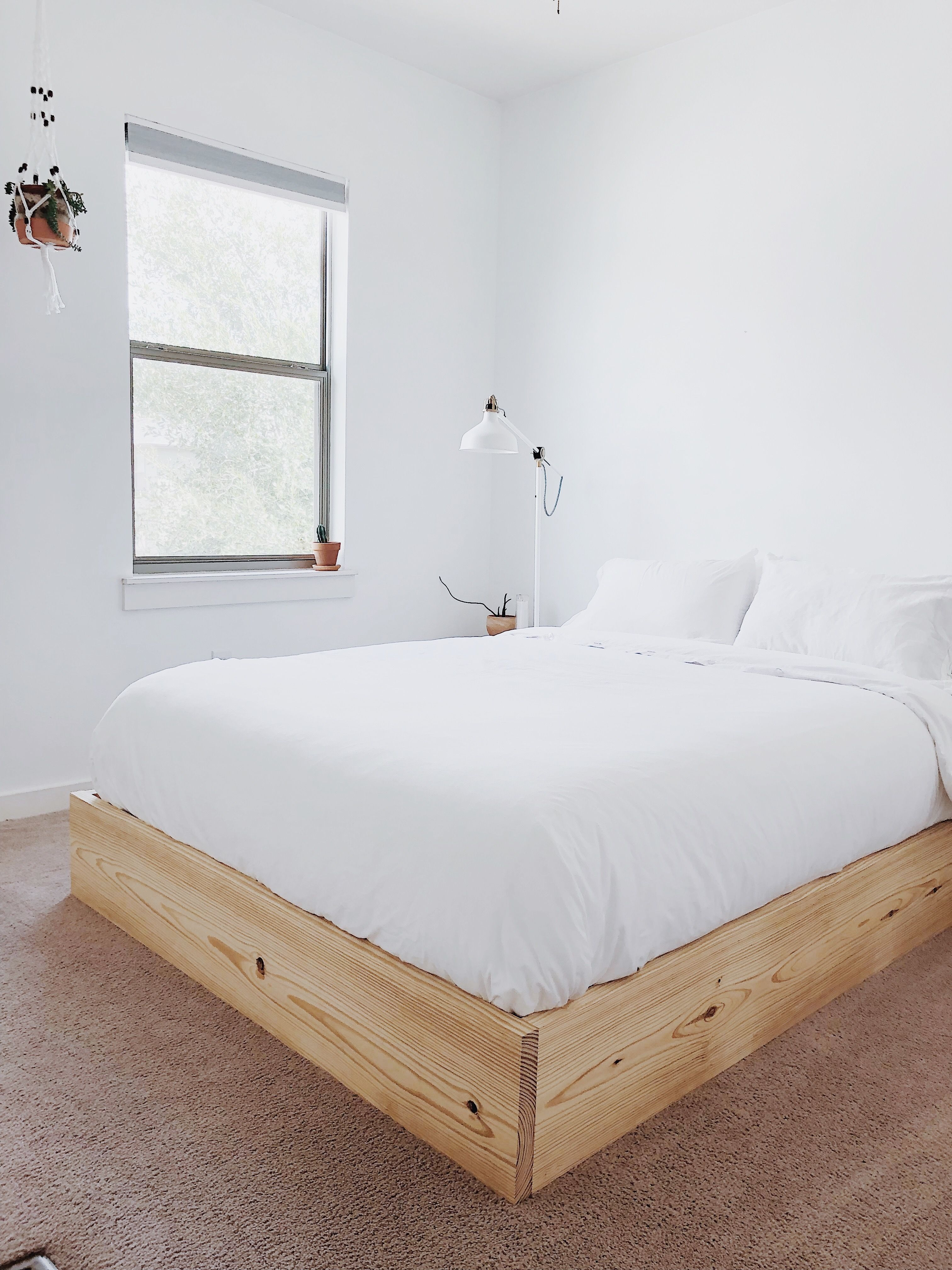 How to build an inexpensive Queen Bed Platform that is super easy, yet modern and attractive. Full video tutorial and build plans available! #diybed #diybedplatform #howtobuildabed