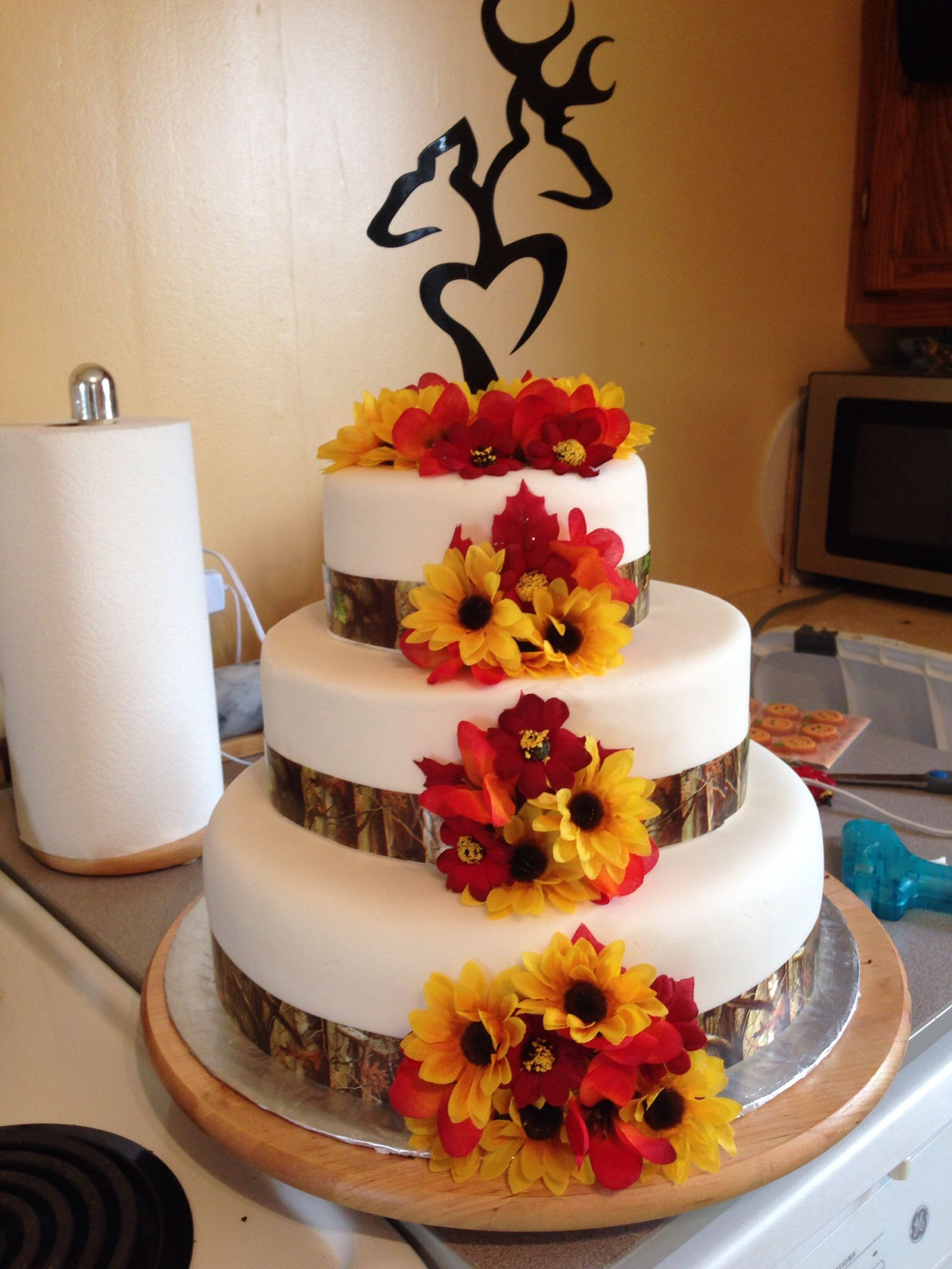 32 Orange   Yellow Fall Wedding Cakes with Maple Leaves   Pumpkins     Autumn camo wedding cake