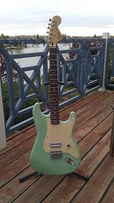 tom delonge signature fender guitar in surf green prettiest ever tom delonge signature fender guitar in surf green prettiest ever i use to have