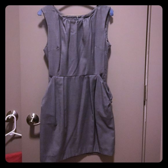 Grey Work Dress with Pockets! Forever 21 Grey work dress with 2 side pockets and flattering pleats! Back zipper, size M Forever 21 Dresses