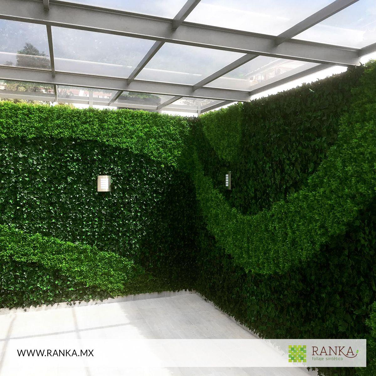 Follaje artificial para crear espacios envidiables for Plantas para muros verdes verticales