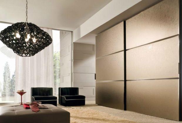 wohnzimmer möbel-hohe trennwand kleider-schrank-matt ornamente