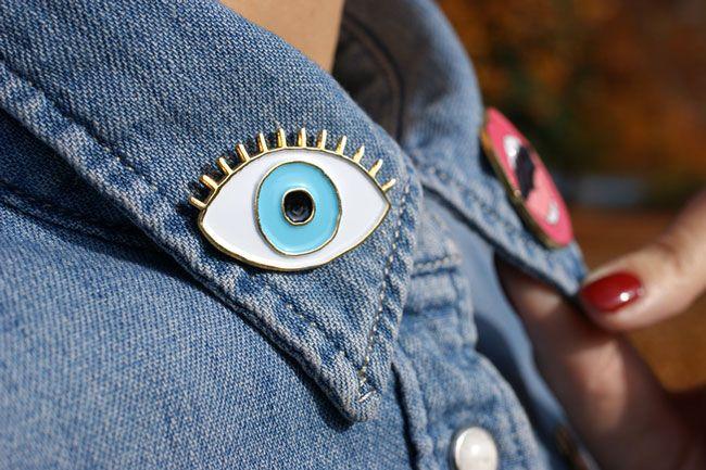 Mode: le pin's est de retour - Blog Mode en France #pins #broche #pop #popfashion #madeinfrance #coucousuzette #pimp #denimshirt