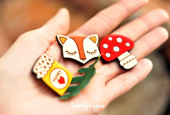 Lovely wooden brooch, set of 3 pieces - laser cut wood by TheTwentyFingers on Etsy