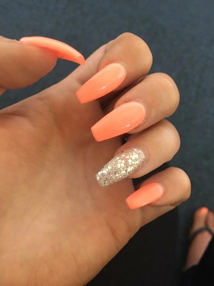 Photo of floweral nail design