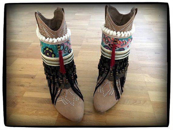 Hippie Boho Gypsy Boots Schuhe, Stiefel Manschetten mit Quaste, Münzen und  Fransen im Ibiza Style, Festival Outfit, cover boots, cubrebotas 357db3d932