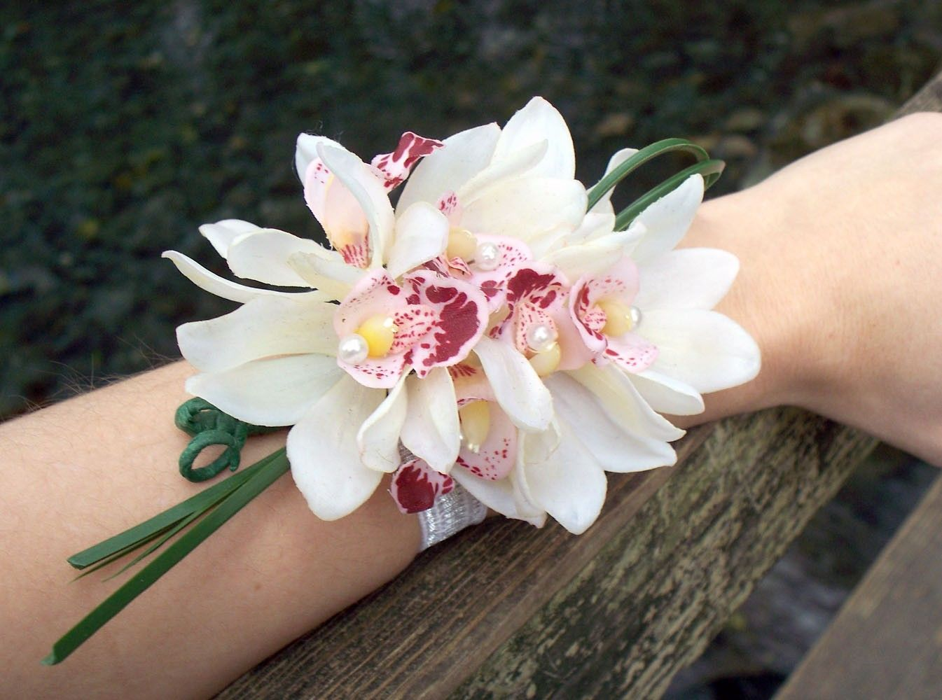 Making Wrist Orchid Corsage